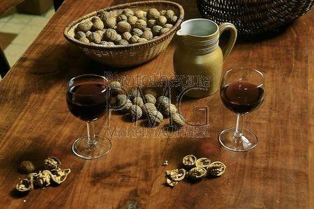 Les noix et le vin de Bourgogne.