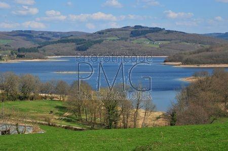 Lac de Pannecière (Nièvre)