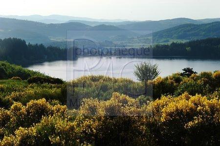 Le Lac d'Issarles (Ardèche)